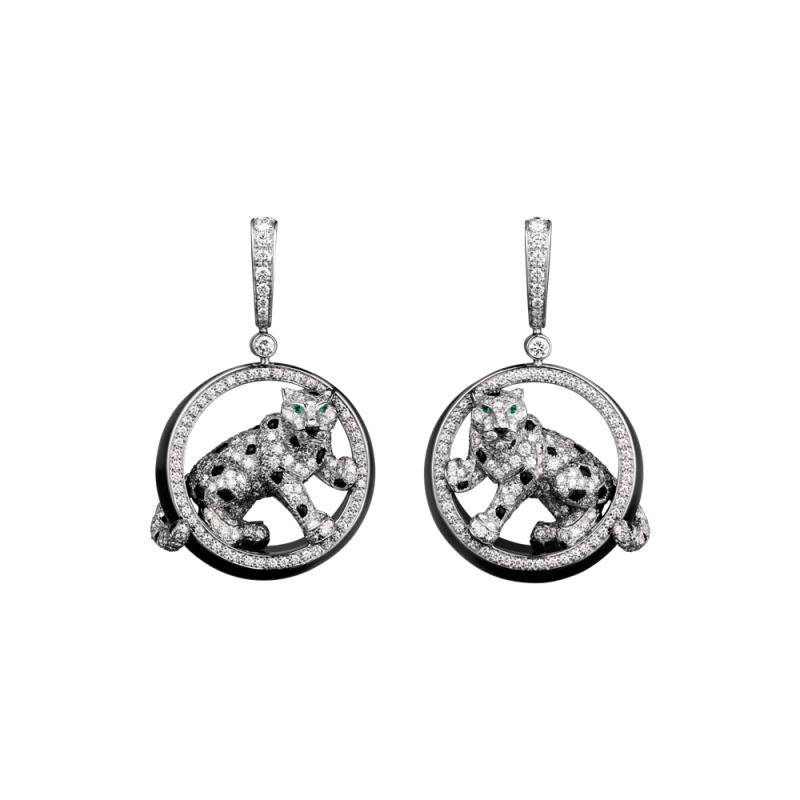 Panthère de Cartier 美洲豹鑽石耳環 鋪鑲鑽石飾以黑玉圓環,縞瑪瑙豹紋斑點,縞瑪瑙豹 鼻,祖母綠豹眼。參考價格約NT$ 4,290,000