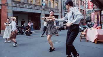 台北在地藝術嘉年華?二〇年代古著遊行、街頭處處有驚喜!《2018 大稻埕國際藝術節》