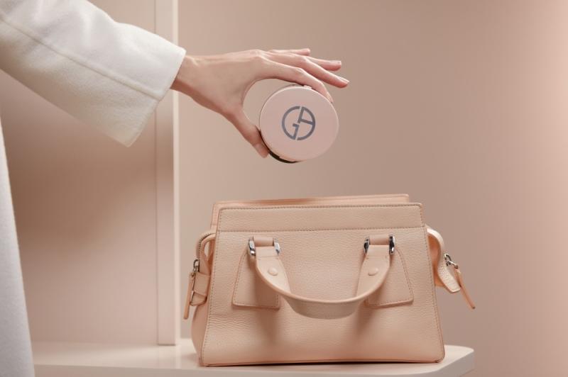Giorgio Armani亞曼尼粉訂製雪紡亮白精華氣墊粉餅主視覺