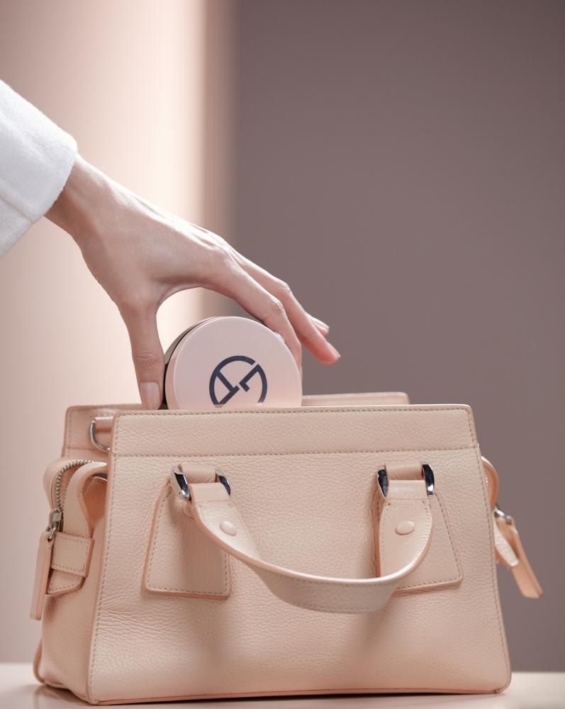 Giorgio Armani亞曼尼粉訂製雪紡亮白精華氣墊粉餅產品主視覺