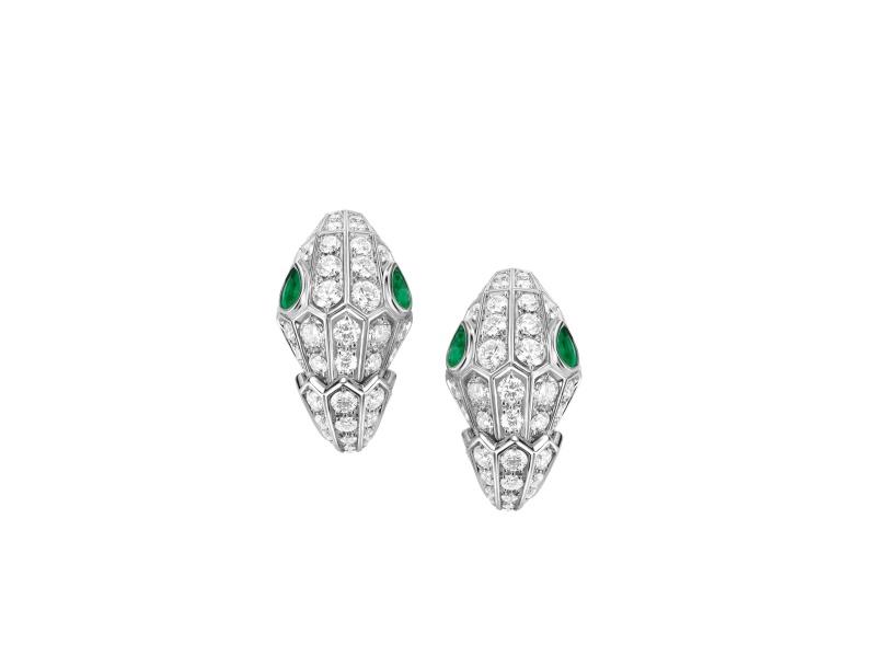 BVLGARI SERPENTI系列 白K金祖母綠鑽石耳環,參考售價約NT1,207,000