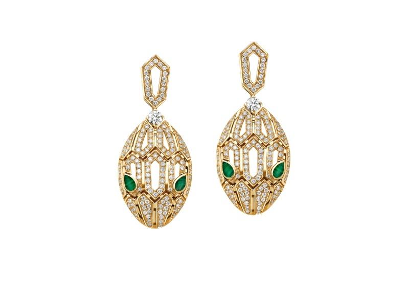 BVLGARI SERPENTI系列 黃K金孔雀石鑽石耳環,參考售價約NT588,000