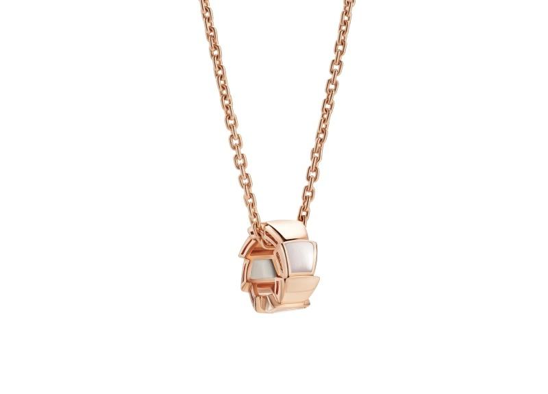 BVLGARI SERPENTI系列 VIPER NECKLACE 玫瑰金珍珠母貝項鍊單品圖,參考售價約NT104,300