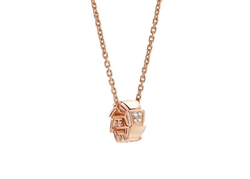 BVLGARI SERPENTI系列 VIPER NECKLACE 玫瑰金珍珠母貝鑽石項鍊單品圖,參考售價約NT123,300