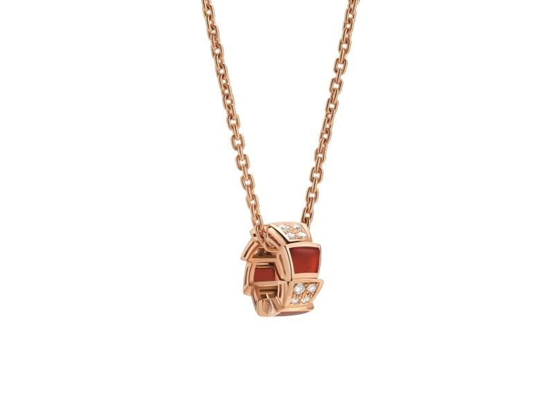 BVLGARI SERPENTI系列 VIPER NECKLACE玫瑰金紅玉髓鑽石項鍊單品圖,參考售價約NT142,200