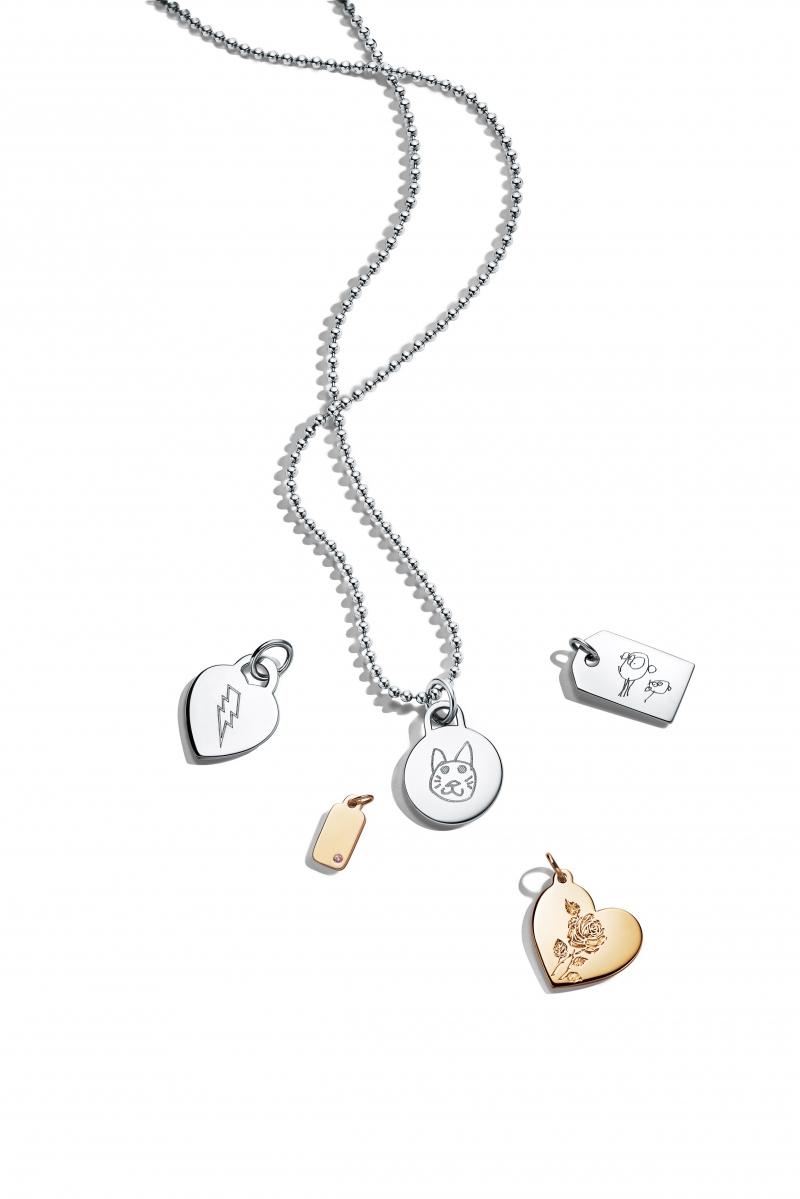 Tiffany 純銀、18K金與18K玫瑰金吊牌鍊墜 NT$3,800起,純銀項鍊 NT$3,400起。