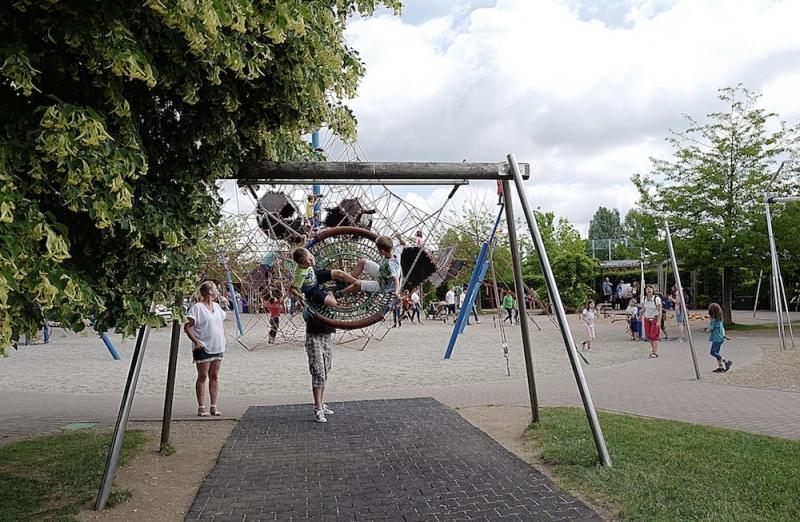 園內設有數不清的攀爬設施