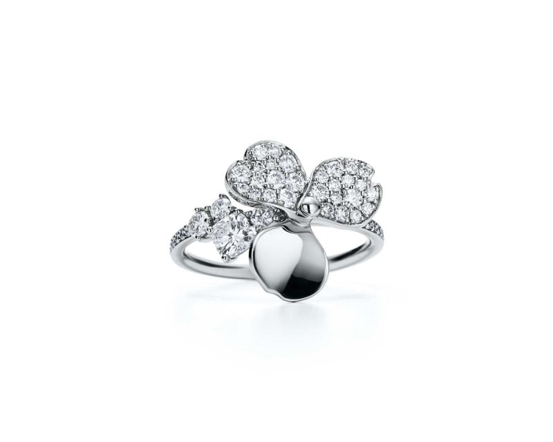 Tiffany Paper Flowers 系列 - 花瓣設計鉑金鑲鑽戒指 NT$254,000