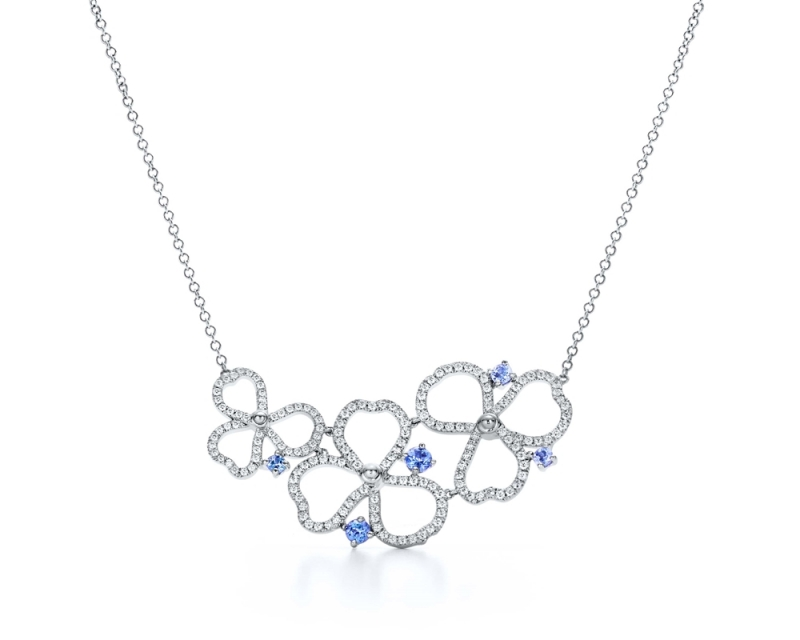 Tiffany Paper Flowers 系列 - 鏤空花瓣設計鉑金鑲嵌鑽石與丹泉石項鍊 NT$272,000