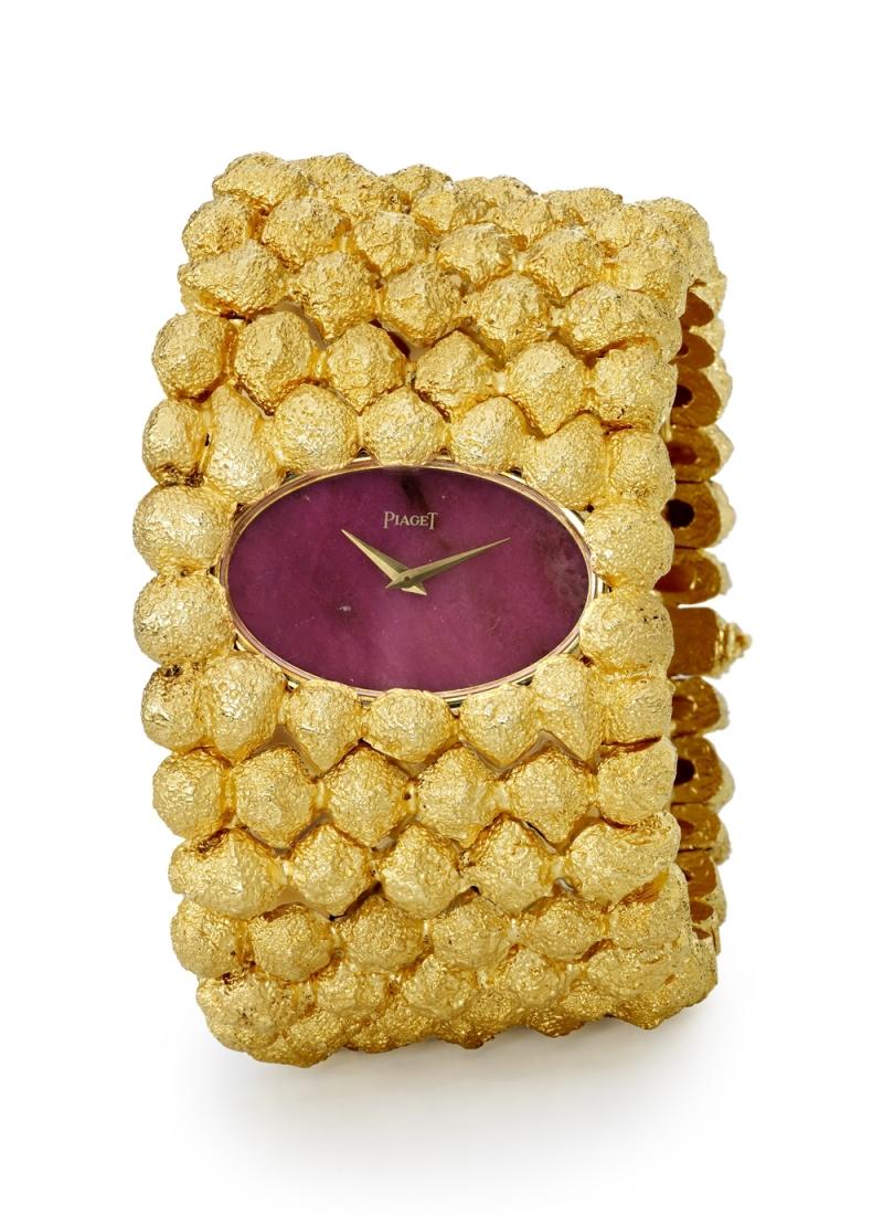 手鐲錶 伯爵古董手鐲腕錶 黃金材質 紅紋石錶盤 搭載伯爵傳奇9P超薄手動上錬機械機芯 1969年 伯爵傳承典藏 9850 D79