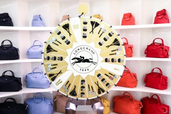 Longchamp,不只是到訪巴黎必買的包款,還是充滿愛的家族品牌!