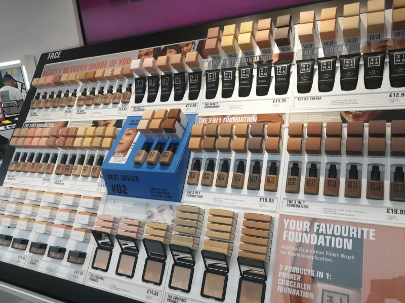 底妝產品豐富完整,3 in 1 foundation三合一粉底就多達24種色調