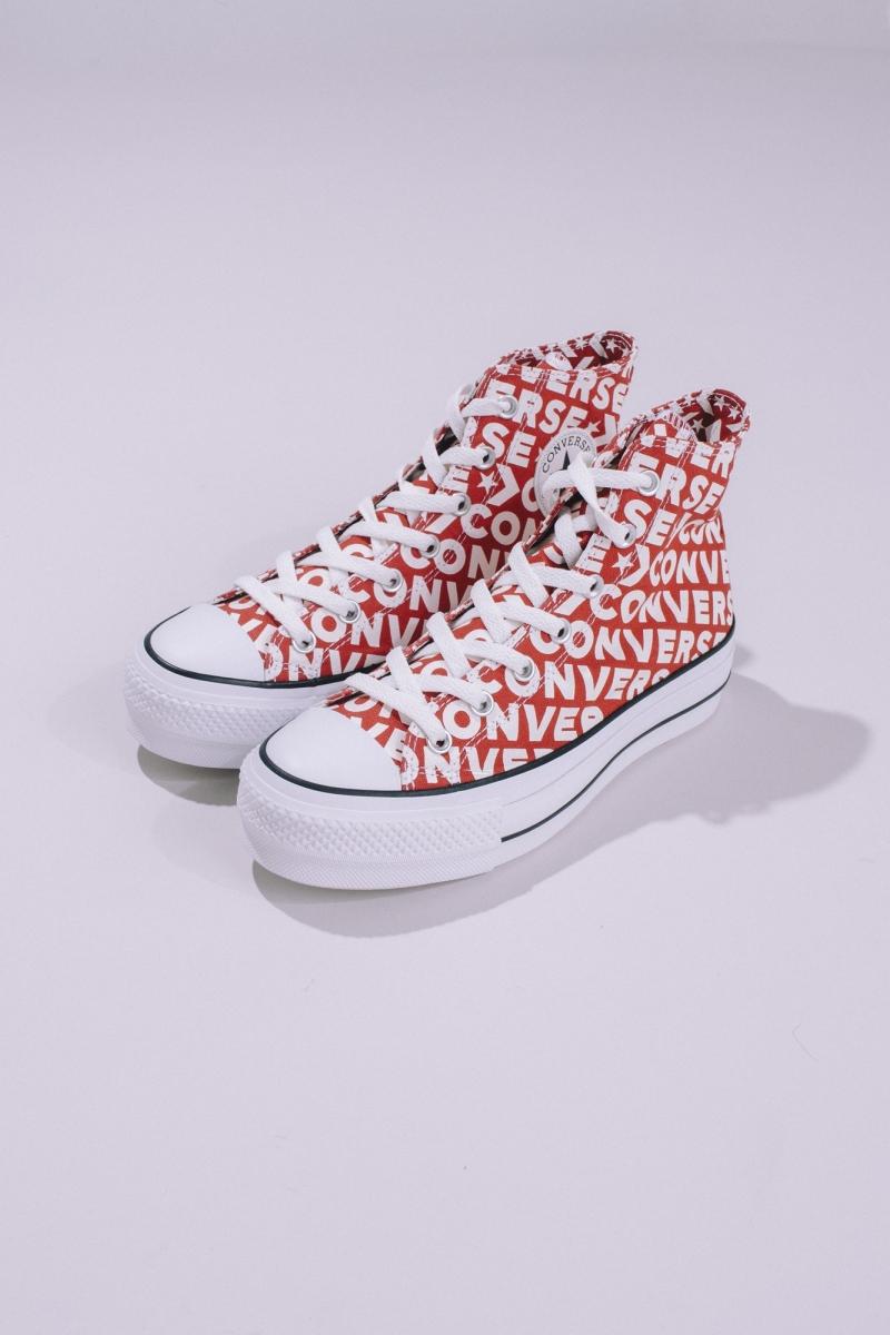厚底款NTD3,490 /平底款NTD 2,990,每款鞋盒內皆附贈星芒托特包一只