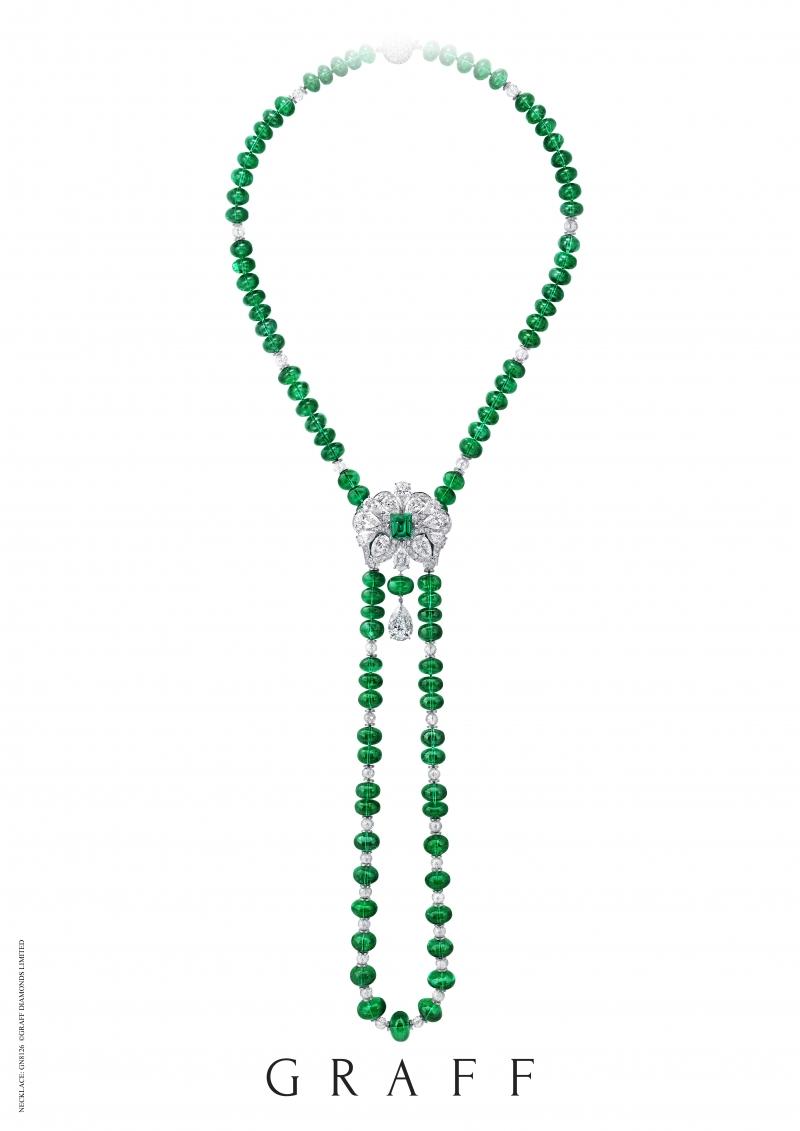 格拉夫祖母綠串珠和鑽石項鍊,配以可拆式祖母綠和鑽石花形胸針,鑽石共重65.76克拉,祖母綠共重471.43克拉