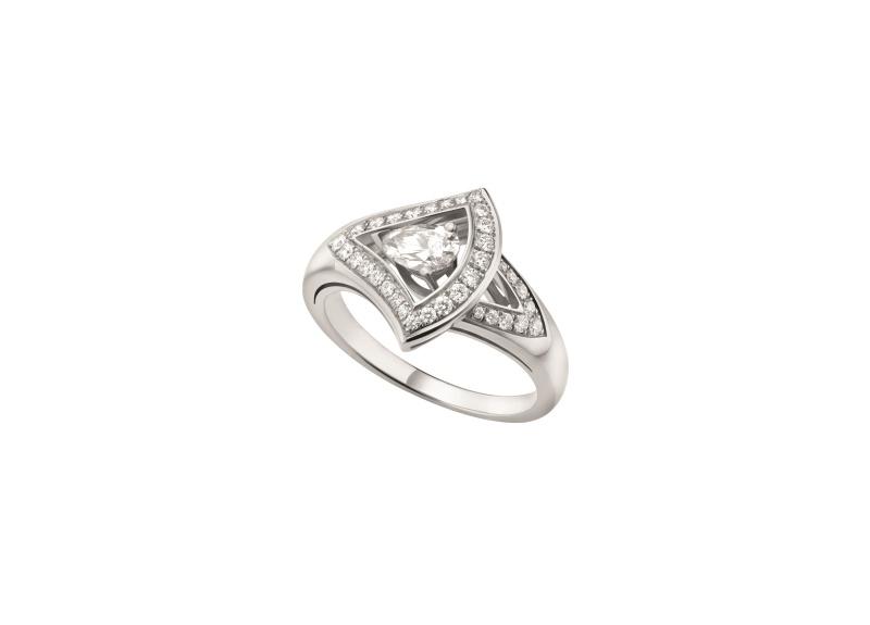 BVLGARI DIVAS' DREAM系列白K金鑽石戒指,參考價格約新台幣268,700元。