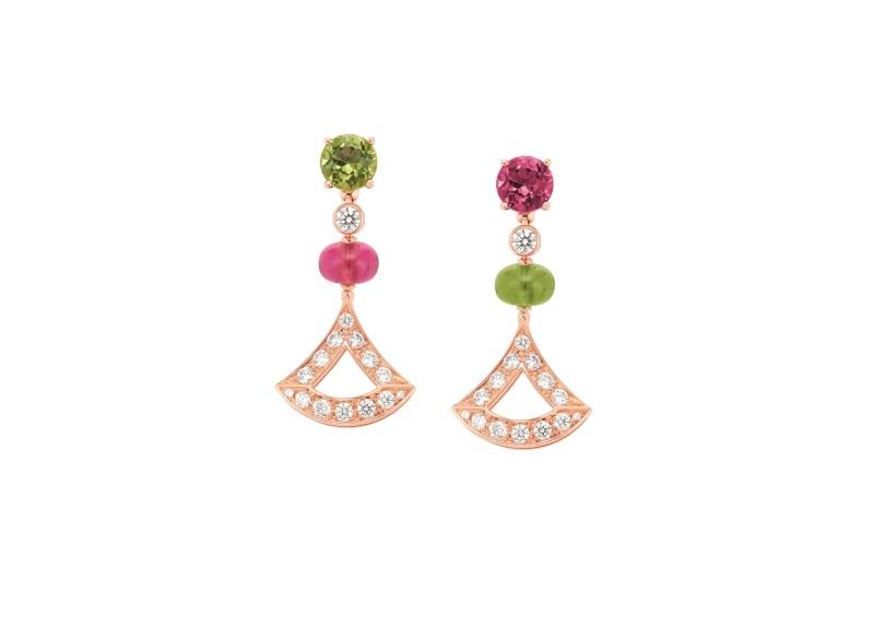 BVLGARI DIVAS' DREAM 系列玫瑰金紅碧璽、橄欖石與鑽石耳環,參考價格約新台幣316,100元。