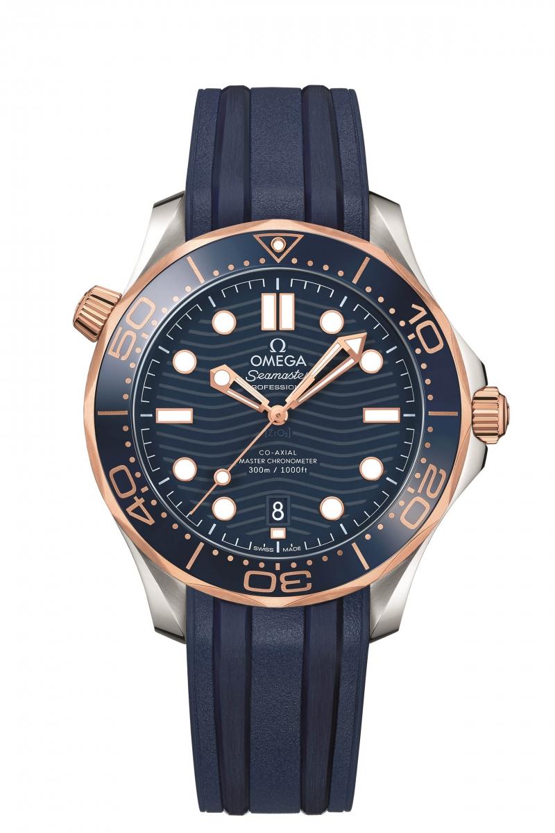 OMEGA 海馬潛水 300 米系列不鏽鋼與 18K Sedna金同軸擒縱大師天文台橡膠帶腕錶,建議售價 NTD212,000元