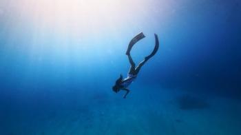 22 歲成為小琉球島主!熱愛大海又超辣的自由潛水教練——阿酸