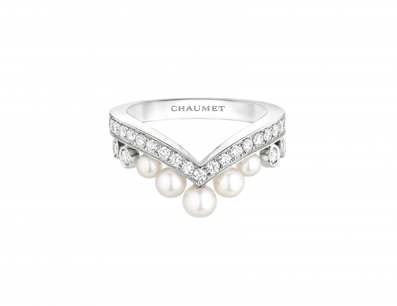 Joséphine Aigrette 18K白金珍珠戒指 • 鑲嵌五顆Akoya珍珠 • 建議售價: TWD 162,000 • Reference: 083292