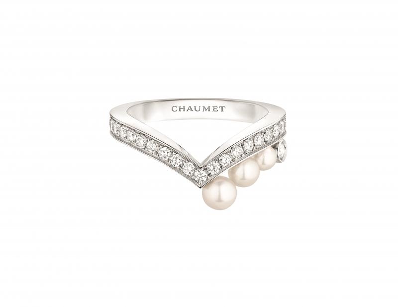 Joséphine Aigrette 18K白金珍珠戒指 • 鑲嵌三顆Akoya珍珠 • 建議售價: TWD 149,000 • Reference: 083290