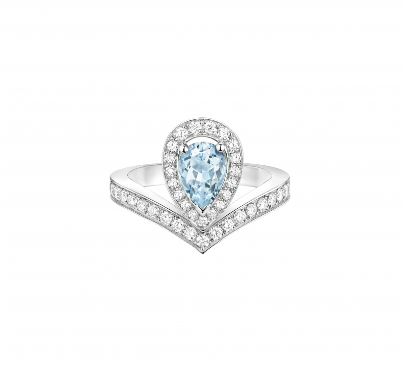 Joséphine Aigrette 18K白金海藍寶石戒 指 • 鑲嵌一顆 0.6 克拉梨形海藍寶石 • 建議售價: TWD 228,000 • Reference: 083297