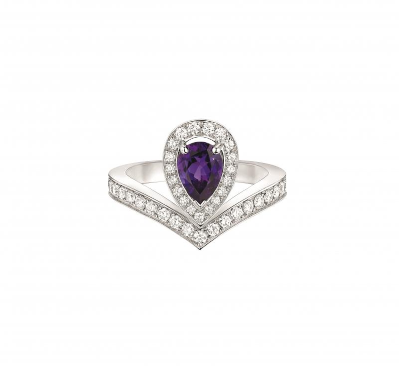 Joséphine Aigrette 18K白金紫水晶戒指 • 鑲嵌一顆 0.6 克拉梨形紫水晶 • 建議售價: TWD 228,000 • Reference: 083339