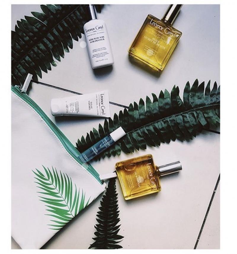 Leonor Grey黎諾不是偶然創造的品牌,創辦人是經營時尚沙龍的Leonor Greyl夫人,而他的先生JeanMarie Greyl本人正是鑽研多年植物學的專家,他們認為頂級沙龍服務應當具備天然且質優的護髮保養服務,堅持採用最頂級的植物精華。