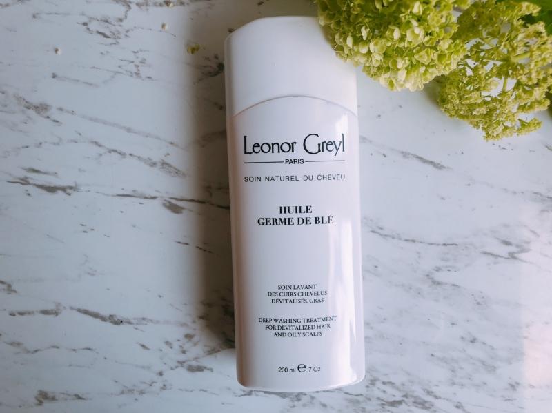 1968年黎諾研發的第一支抗落髮洗髮精「小麥胚芽養髮菁」即推出以油洗油(以油脂去除皮脂)的溫和洗淨方式