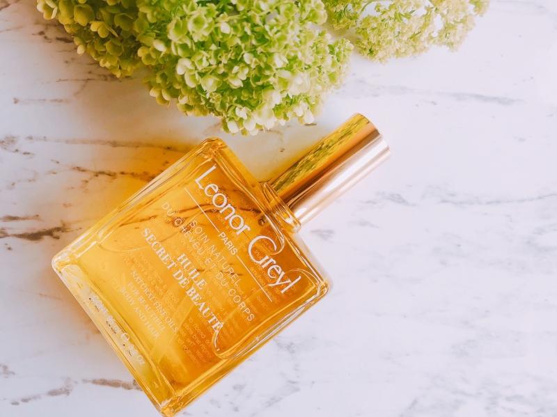 布荔蒂密緻精華油是一款多效合一的精華油,油脂分子小,特別適合做為洗頭前、造型前養護或護膚,多功能用途包括滋養修護髮絲與呵護肌膚,使它大受歡迎。
