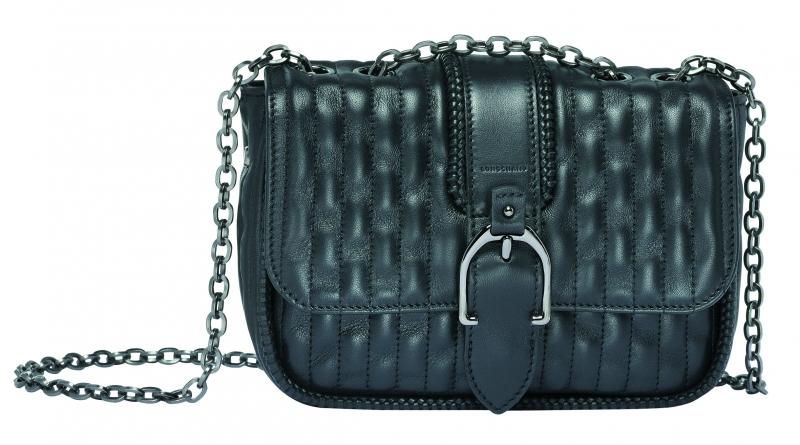 Longchamp Amazone Matelasse系列小型荷蓬包黑色,參考售價NT31,100。