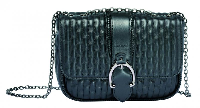 Longchamp Amazone Matelasse系列荷蓬包黑色,參考售價NT35,400。
