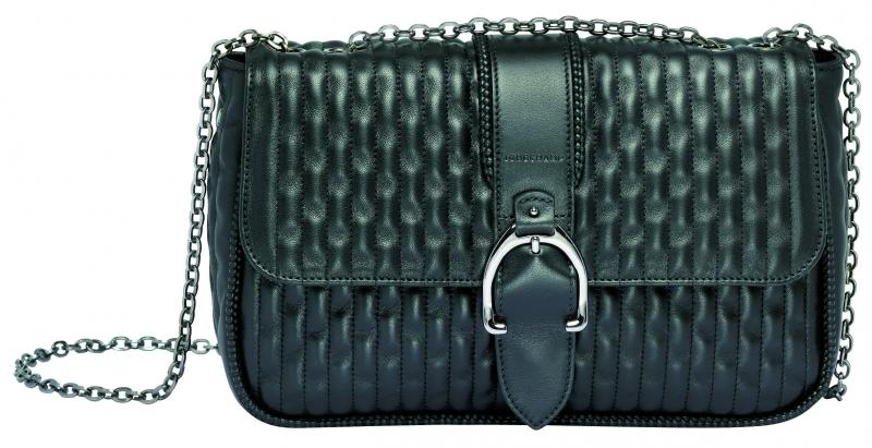 Longchamp Amazone Matelasse系列荷蓬包黑色,參考售價NT38,300。