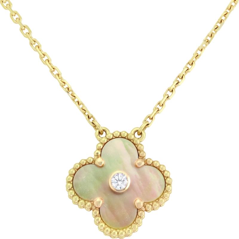 Vintage Alhambra吊墜,限量版黄K金、金色珍珠母貝、鑽石建議售價: 約新台幣113,000元