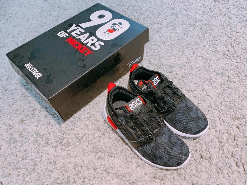 黑、白、紅、灰4色童鞋,大童(22.5-25CM)NTD2,500/中童(17-22 CM)NTD2,100