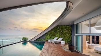 圓弧形無邊際泳池也太美!鄰近時髦海灘的COMO Uma Canggu讓你重新愛上峇里島