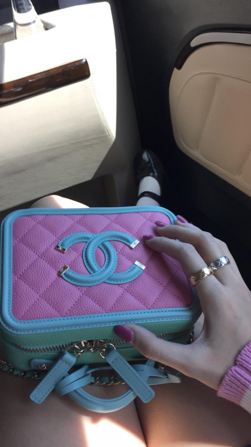 粉綠藍三色拼接復古化妝箱包 售價NT$131,300元