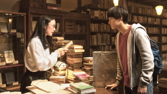 揭開50年前一場不可告人的密戀......日本暢銷680萬冊,超人氣國民推理小說《古書堂事件手帖》電影版來了