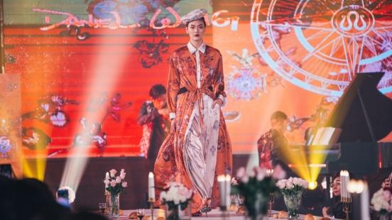 時尚設計師Daniel Wong打造「愛丁堡狂想曲」,用時尚魔法將餐桌變成伸展台