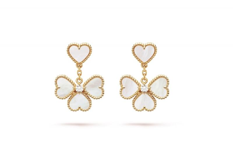Sweet Alhambra系列黃K金耳環,白色珍珠母貝吊墜。
