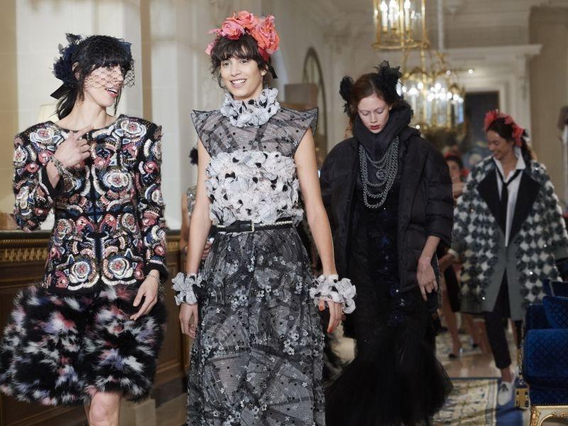 Chanel 2017 Métiers d'art Paris Cosmonpolite 工坊系列,在巴黎最著名,也是 Chanel 過往常居的麗池酒店舉辦。