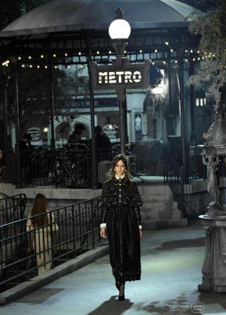 Chanel 2016年 Métiers d'art 工坊系列「Paris in Rome」。