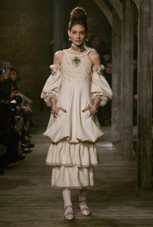 Chanel 2013年 Métiers d'art 工坊系列「Paris-Edinburgh」。