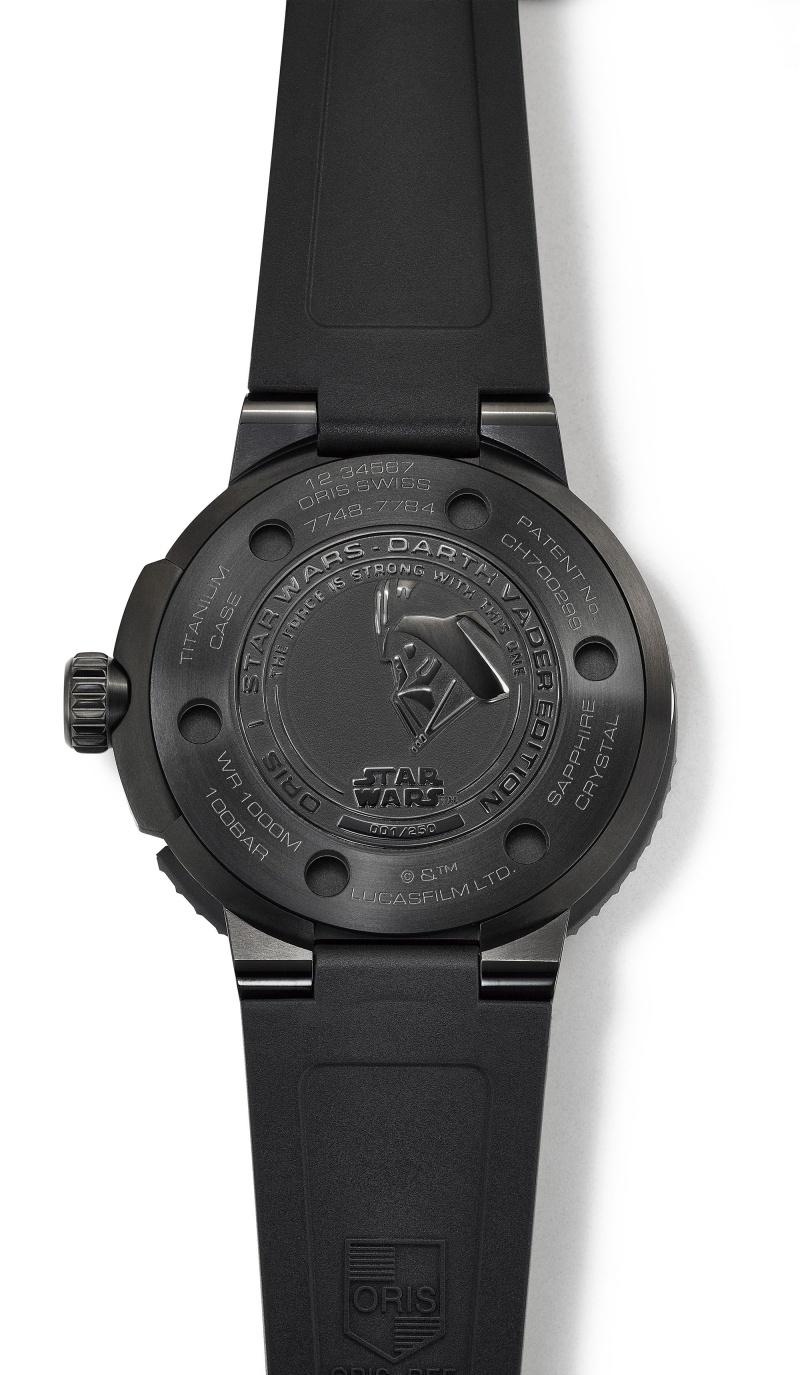 Oris Darth Vader黑武士 星際大戰限量錶,底蓋鐫刻黑武士圖示。