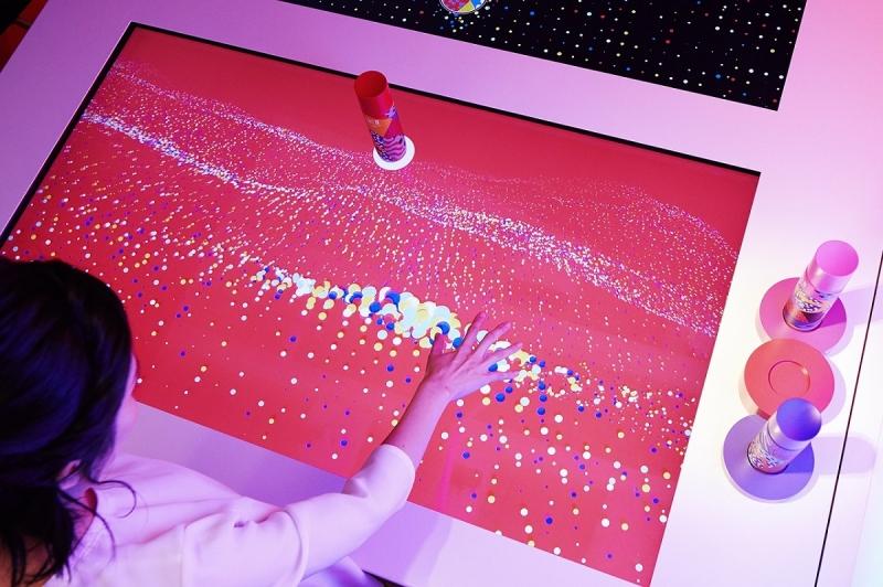 SK-II Wonderland智能東京快閃店的PITERA™觸控智能桌