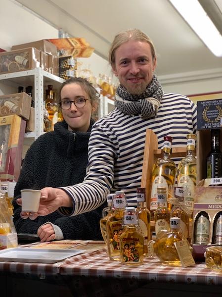布拉格聖誕市集 店家笑臉迎人、充滿熱情