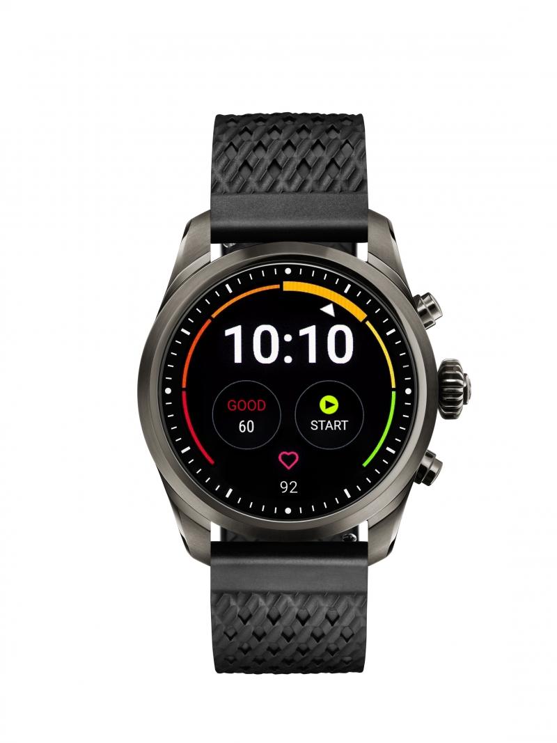 萬寶龍Summit 2智能腕錶_鈦金屬錶殼搭配黑色橡膠錶帶,NT36,300。