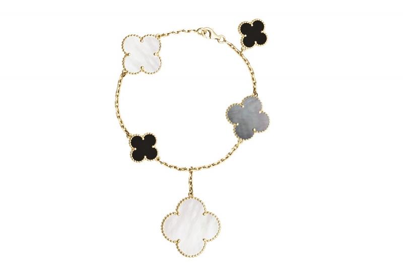 Magic Alhambra系列黃K金手鍊,白色珍珠母貝、灰色珍珠母貝、縞瑪瑙5枚墜飾。