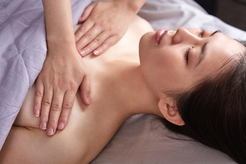 隱舍精油覺醒胸腹課程的前胸引流