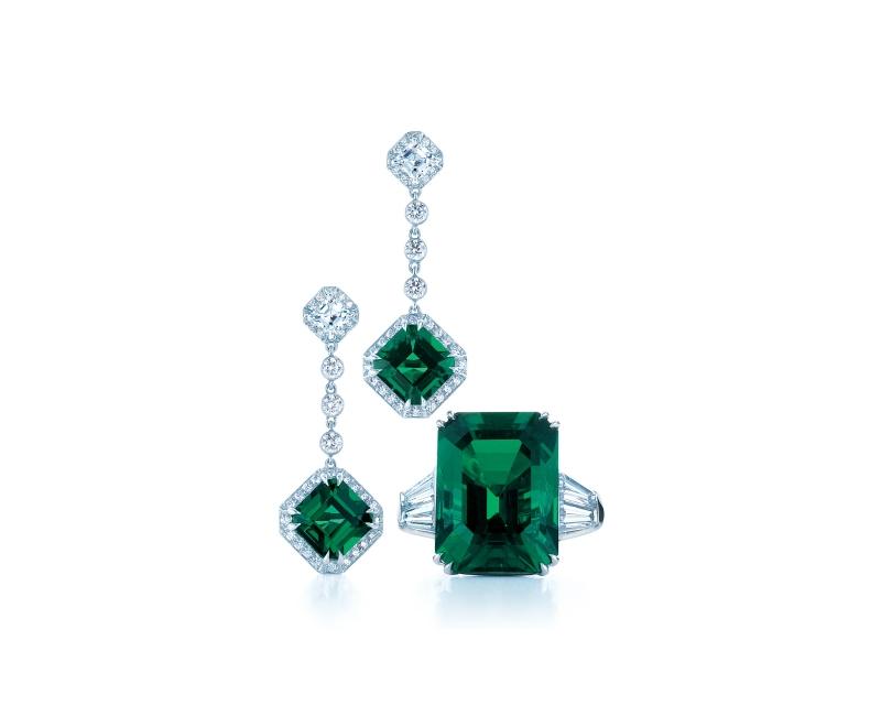 Tiffany祖母綠鑽石耳環與戒指