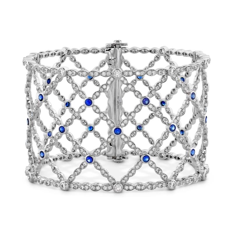 HEARTS ON FIRELorelei Lattice鑽石&藍寶石手鐲 鑽石總重6.86ct 藍寶石總重1.83ct 售價$1,296,000元起